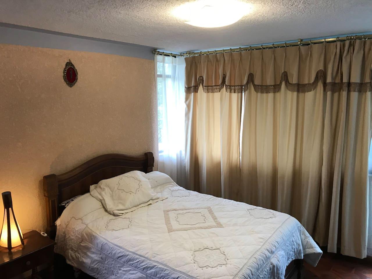 Habitación con cama de 2 plazas para 1 persona o pareja con baño privado.