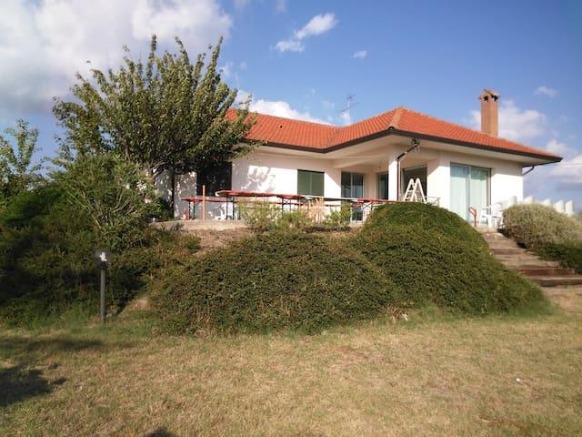 Villetta piano terra con annesso giardino irpinia - Grottaminarda - House