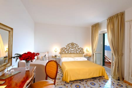 Charming Romantic Hotel on the Sea - Praiano - Cottage