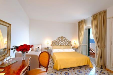 Charming Romantic Hotel on the Sea - プライアーノ
