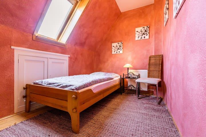 Schnuckeliges Zimmer unterm Dach