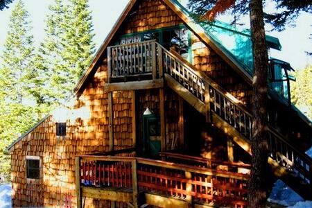 Cal Lodge - Sleeps 40+