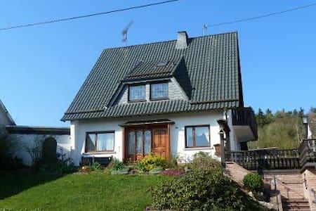 Gruppenunterkunf Ferienhaus Sesterheim gosses Haus - Hoffeld - House