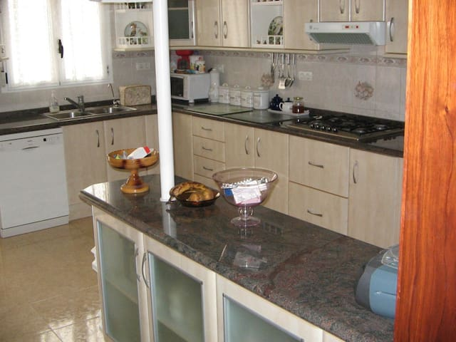 Immaculate 4 Bed Detached Villa with Pool,