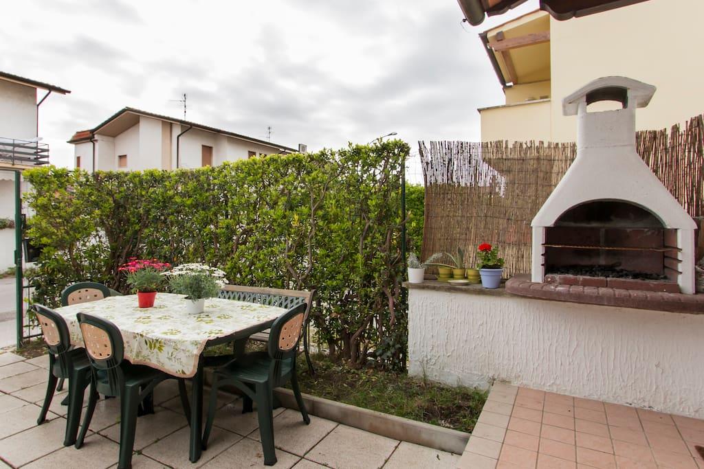 Zona tranquilla casa con giardino houses for rent in for Case torre del lago