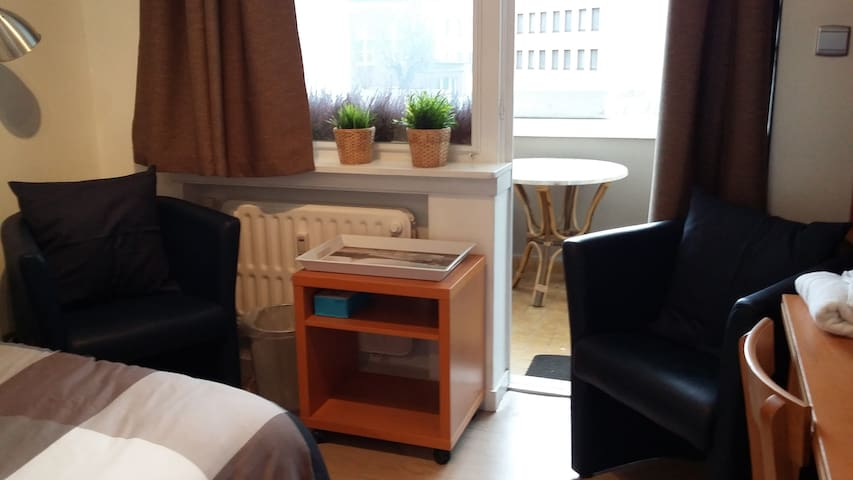 Toffe vernieuwde gastenkamer met mooi terrasje 6m²