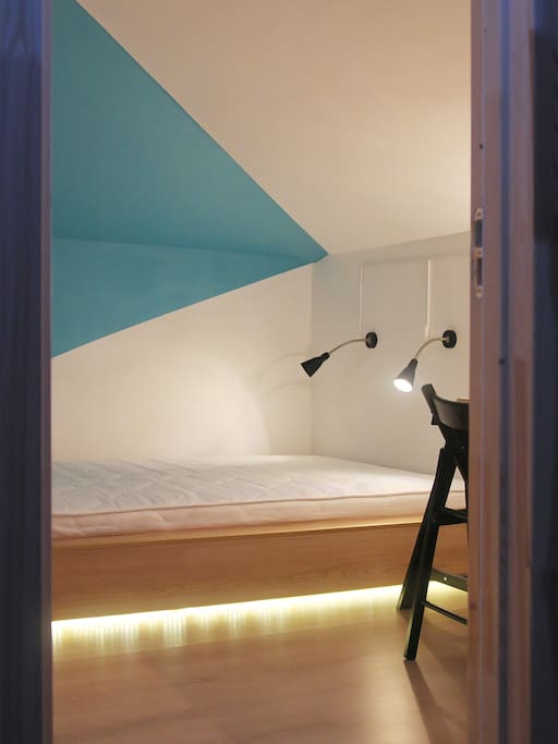 Azure double room, no window