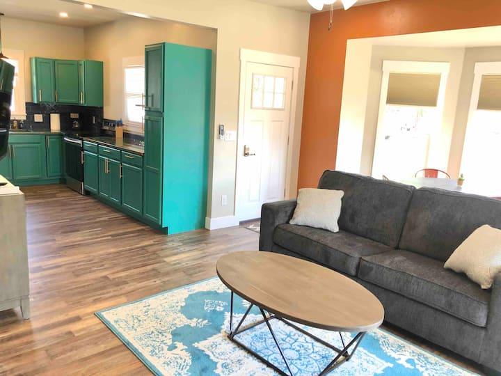 New & Unique Downtown Fruita apartment!