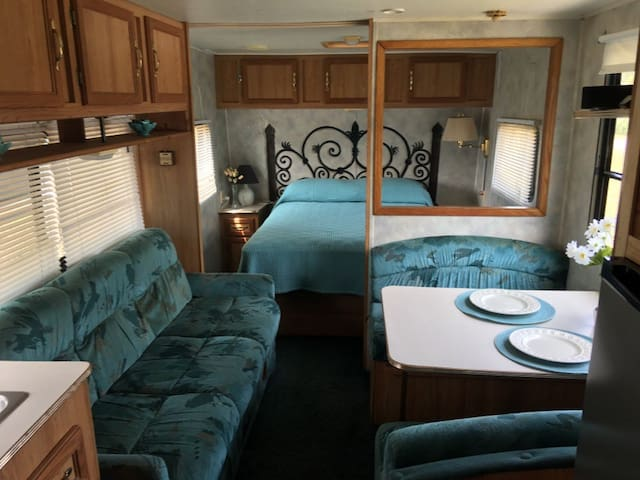 Coachman Camper for the Traveler