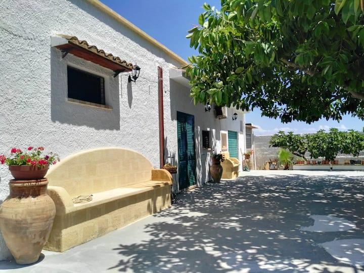 Apartamento de 2 habitaciones en Mazara del Vallo, con jardín cerrado - a 500 m de la playa