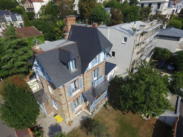 SPACIOUS HOUSE WITH GARDEN - CHIC NEIGHBOURHOOD - Suresnes - Dům
