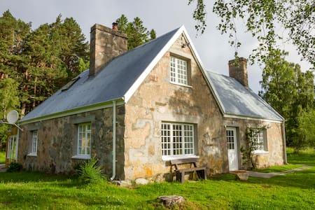 Loch an Eilein Cottage - House