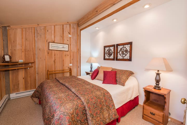 Stable Suite (Kitchen) - Fox Hill Bed & Breakfast Suites