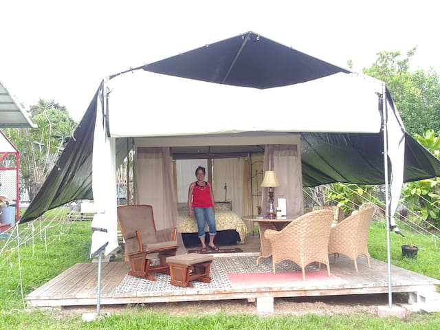 the chateau luxury outdoor living or glamping tentes louer hilo hawa tats unis. Black Bedroom Furniture Sets. Home Design Ideas