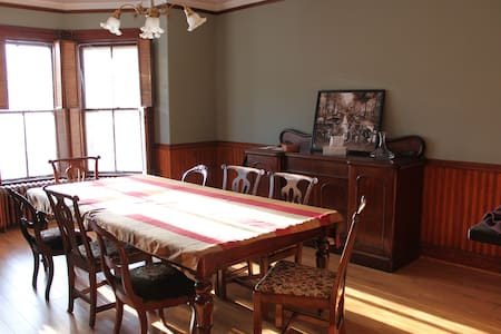 Stay at the Wolfville Hill House - Wolfville - Maison
