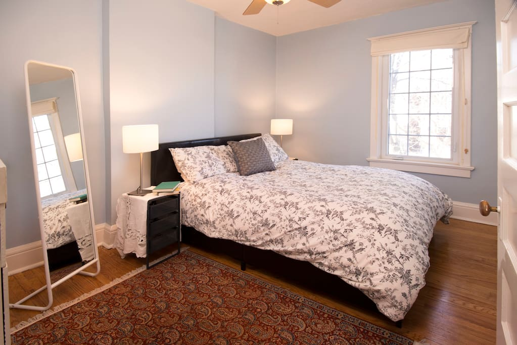 New Queen Bed,  Luxurious bamboo pillows and super-soft 1800 threadcount linens.  Sunny 2nd story room, real hardwood floors.  This room also has a ceiling fan, A/C and a blackout blind for the window.
