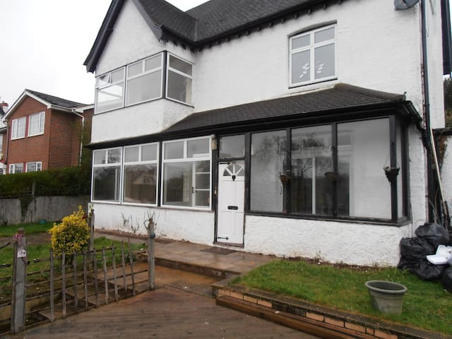 ensuit with huge living room  - Coulsdon - House