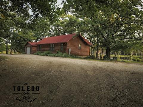 Rex's Cabin @ Lil' Toledo Lodge