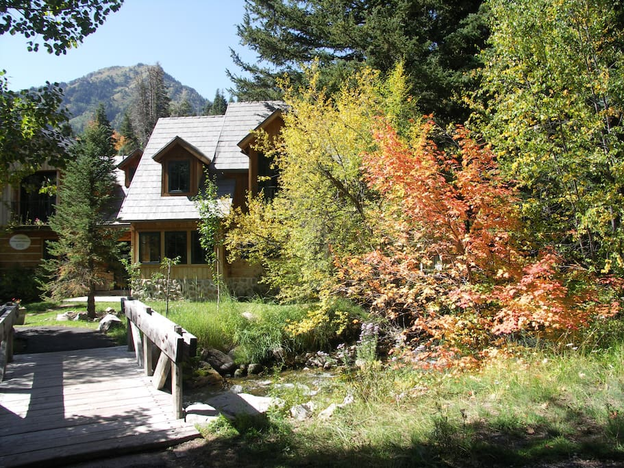 South Suite Story-Brook Cottage From Timpcreek  Bridge