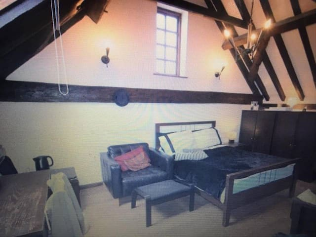 Master bedroom near Heathrow with an en-suite