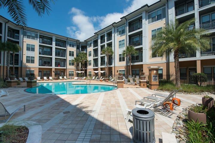 Luxury 2/2 in Downtown Orlando - near Universal!
