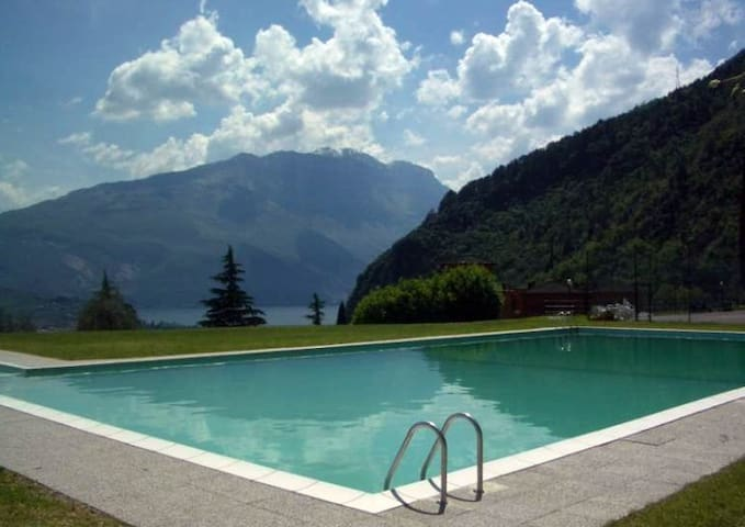 Lakeview and pool among olive trees - Riva del Garda - Appartement