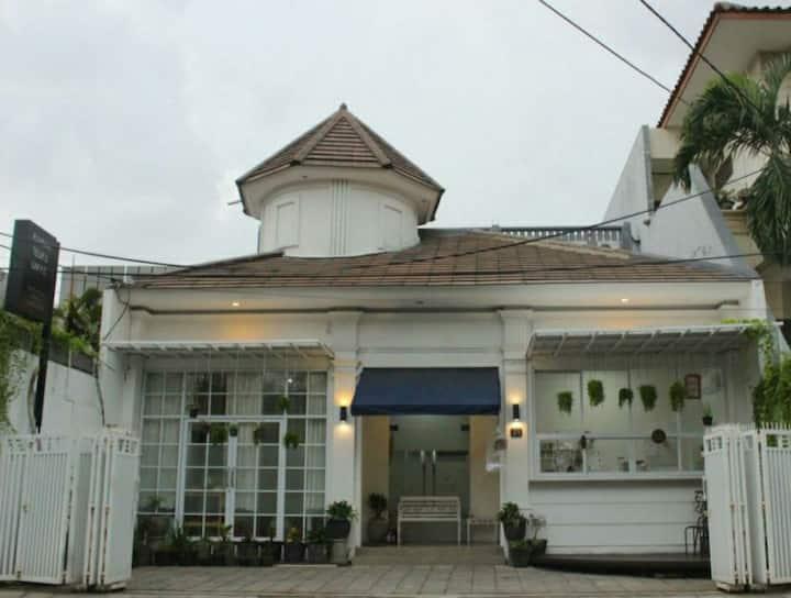 Rumah Teuku Umar Surabaya / Private Room(King Bed)