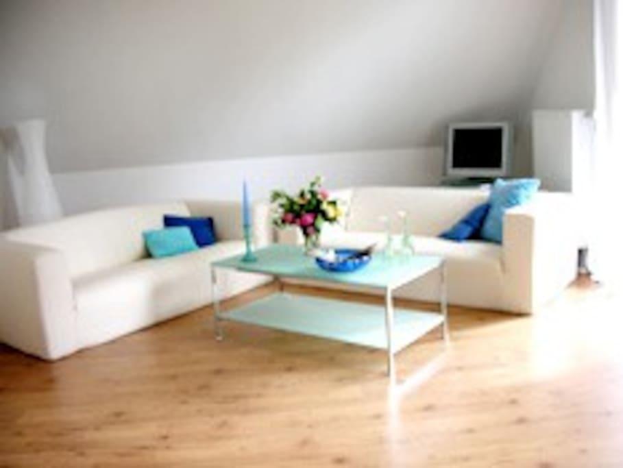 Gemütlich, hell und freundlich - das Wohnzimmer!