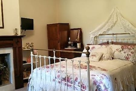 Alderley House c1831 Guest room - Stroud - Bed & Breakfast