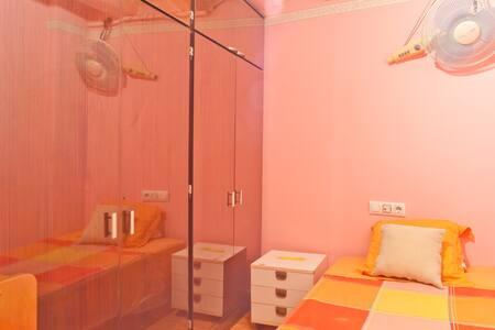 Single room in center of BCN (1)