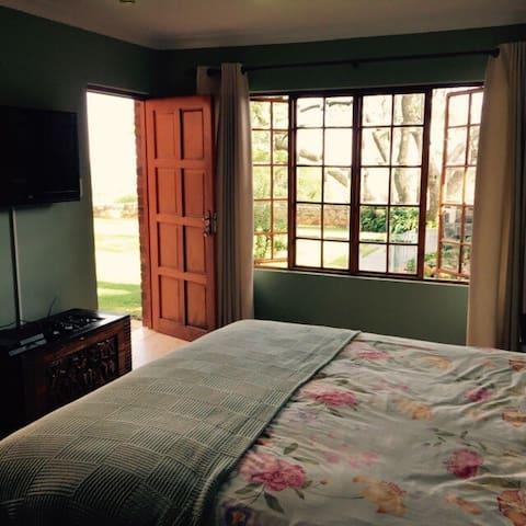 Double room with own bathroom.  - Johannesburg - House