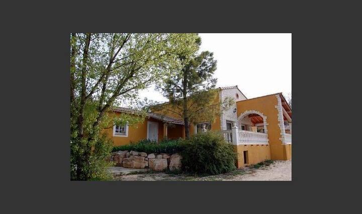 Le Clos des Chênes villa avec piscine pour 6 pers.