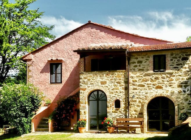 Stunning lake view Umbria Tuscany for 8-16 people