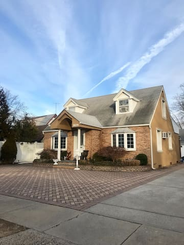 Two bedroom apt in a beautiful Place in Baldwin NY
