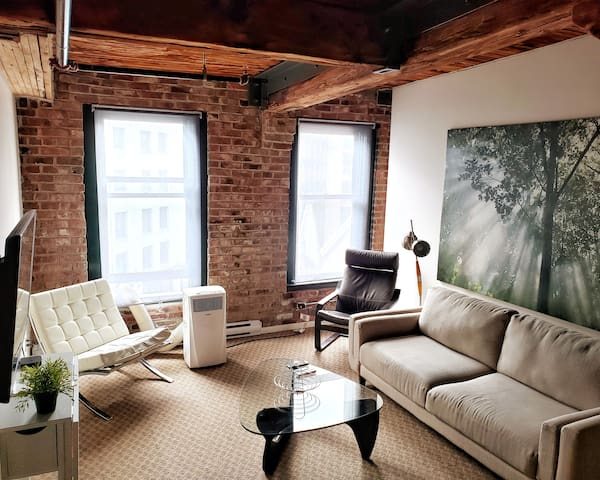 Tourist Zone - Trendy Gastown Loft w/ AC