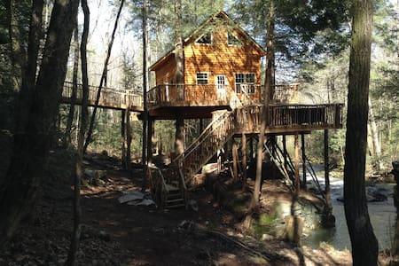 Morrison's Treehouse Getaway