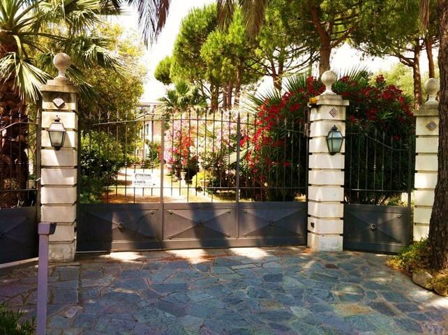 Il Portico, bilocale in villa a 300mt dal mare - Imperia - Apartament