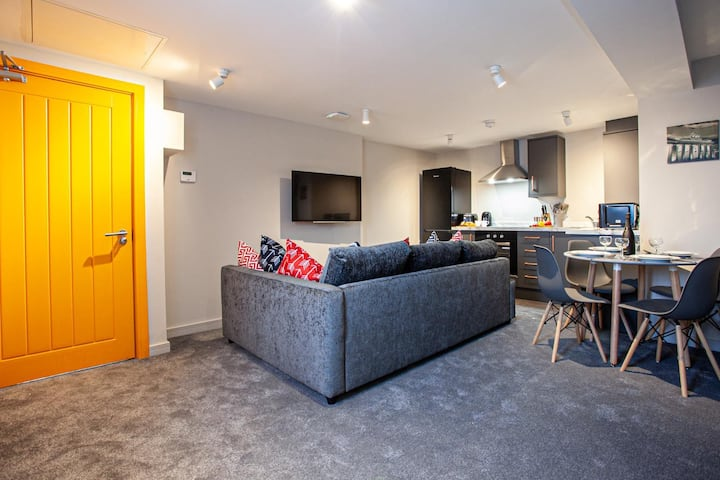Stylish Modern Apartment in Bury - Sleeps up to 4