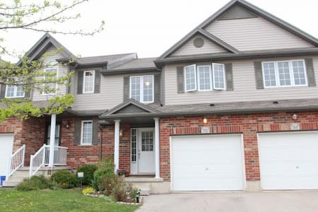 Spacious townhome - Waterloo