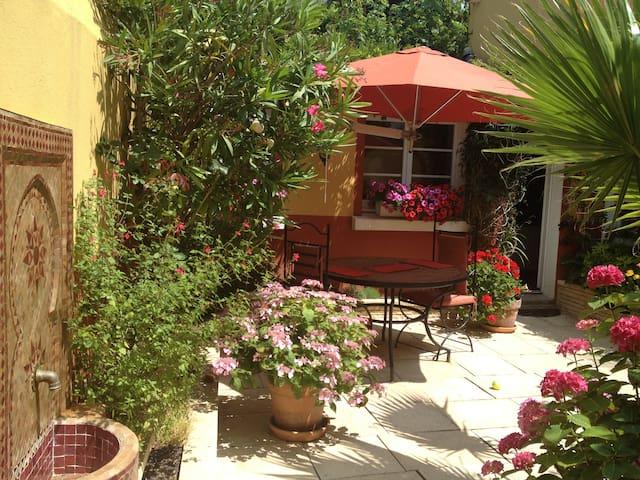 Petite maison avec patio int rieur townhouses for rent - Maison marocaine avec patio ...