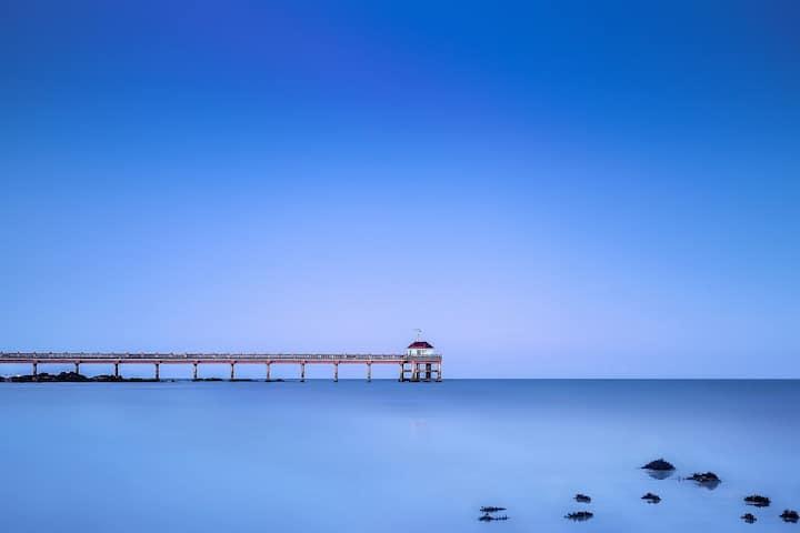 博鳌海边全新巴厘岛风格泳池别墅 可聚会做饭 有麻将 可烧烤 水上乐园 冲浪骑马 近海的故事酒吧