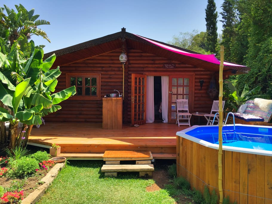 Spacious detached cabin with private pool...