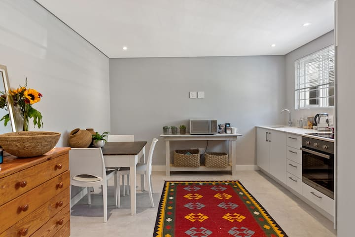 Light and Bright Apartment in Vibey Sea Point