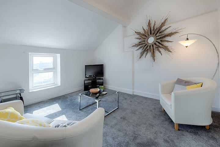 Montegue House Loft apartment