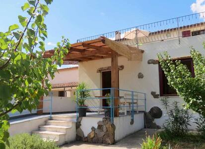 Spacious Holiday house Taddore Eliche with garden
