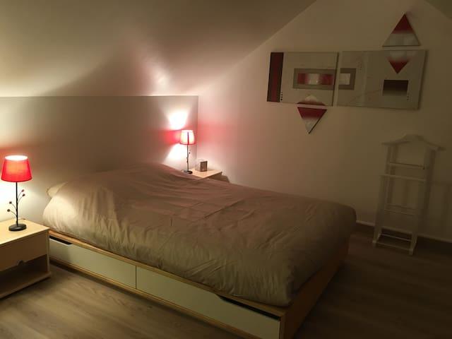 Chambre+sdb+toilettes privatifs proche Bourges