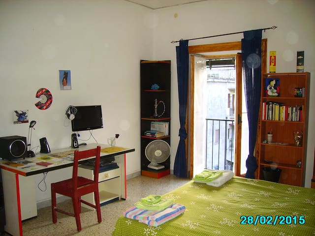 Double Room in a friendly place closeTo MetroLines - Napoli - Pis