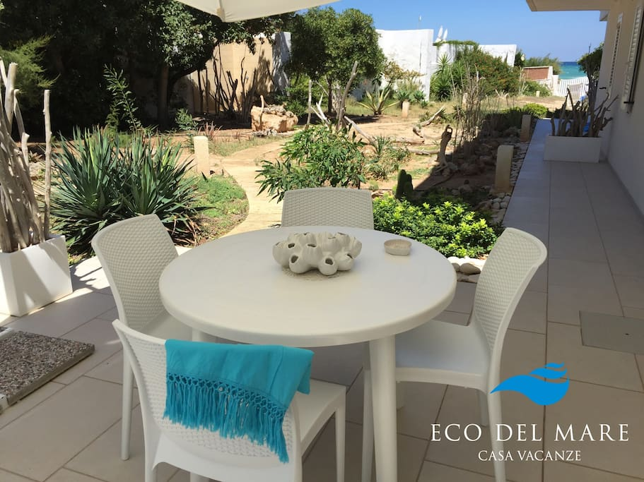 """BREZZA DI MARE"" apartment with private garden.  SEA VIEW."