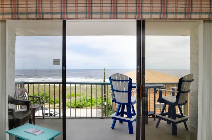Del Boca Vista-Third floor Condo with beautiful ocean views and elevator!