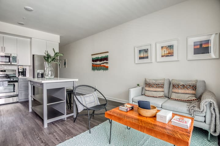 Sophisticated 1BR in West LA, Gym + Pool by Zeus